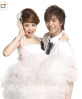 又有人说徐正曦才是戚薇的真正的男友,两人自《夏家三千金》第一次