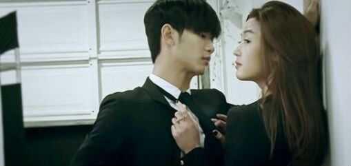 金秀贤与全智贤吻戏_因为在《来自星星你》当中,金秀贤和全智贤有多处吻戏,有网友总结过