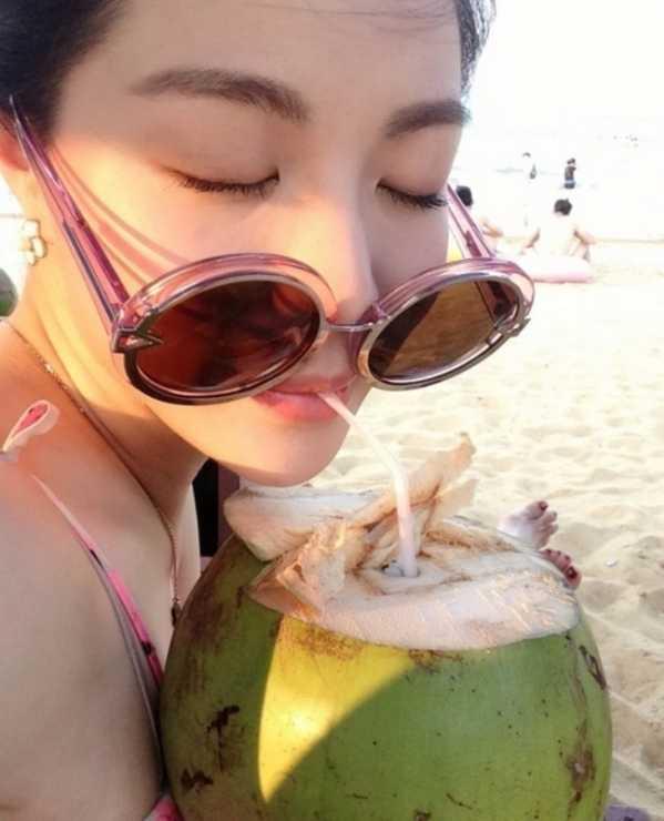 平凡女生生活照 美女演员钟楚曦图片生活照片