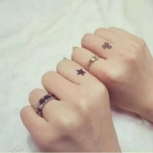 小星星纹身 从头到脚都能纹的小清新纹身