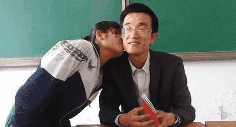 男教师体罚搂抱灰色男女生亲吻女生亲吻图老师女生鞋搭配图片