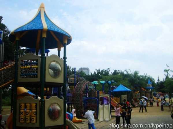 三亚儿童室内游乐场 小金黛在三亚红树林公园儿童游乐