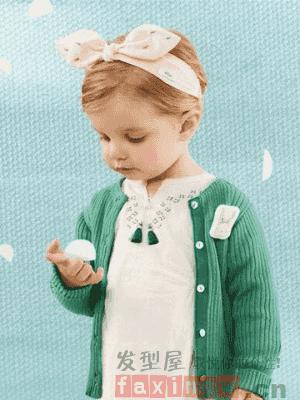 呆萌可爱的小男孩是很多人都喜欢的吧,呆萌的样子是很多人都拒绝不