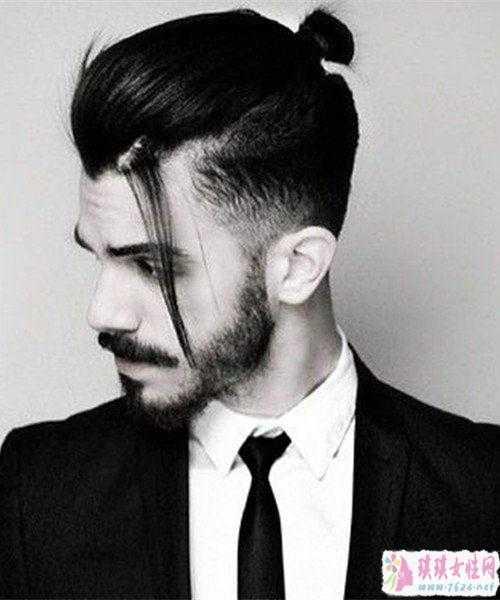 男士辫子发型扎法图解 男生怎么留扎辫子发型欣赏六款扎发让你变帅图片