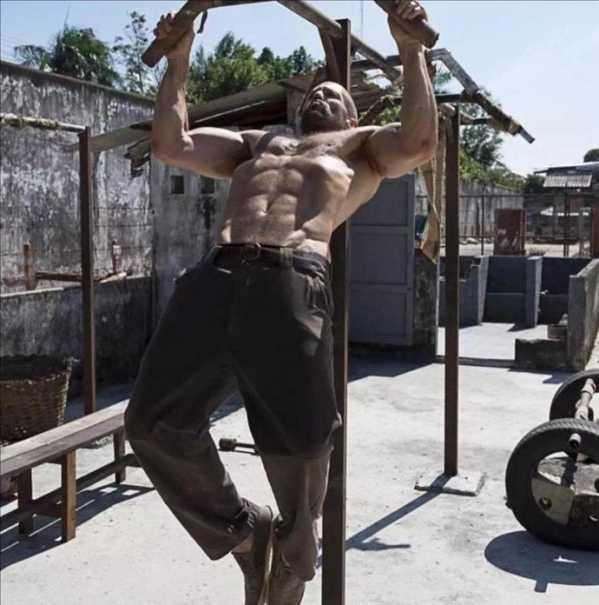 强森和姚明合影 和2米16体重300斤的奥尼尔合影 - YY个性网