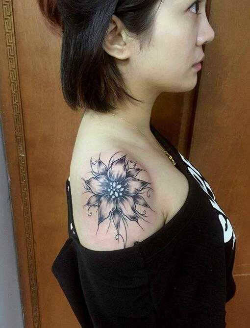 后背彼岸花彩绘纹身图案 女生纹彼岸花纹身图片,彼岸花纹身图案大全女