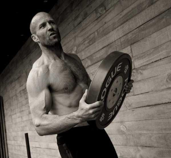 杰森斯坦森怎么念 肌肉硬汉杰森斯坦森被称为郭达森