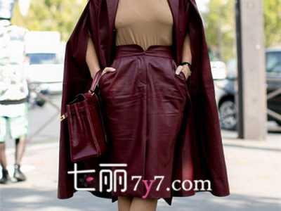 酒红色大衣搭配图片 冬季酒红色长款外套搭配