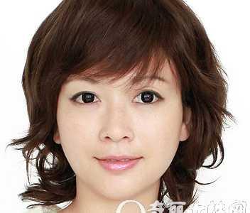 斜刘海短发发型图片 斜刘海中短发烫发让你更加年轻