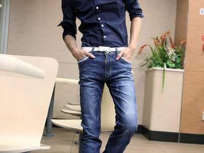 男牛仔裤搭配上衣 男士修身牛仔裤搭配什么衣服