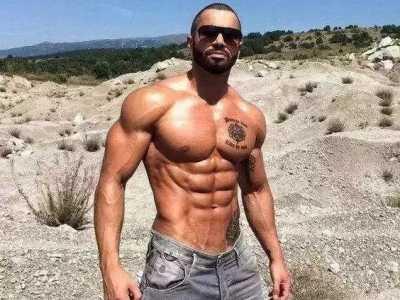 男模特身材锻炼 完美的肌肉身材带来的洪荒之力
